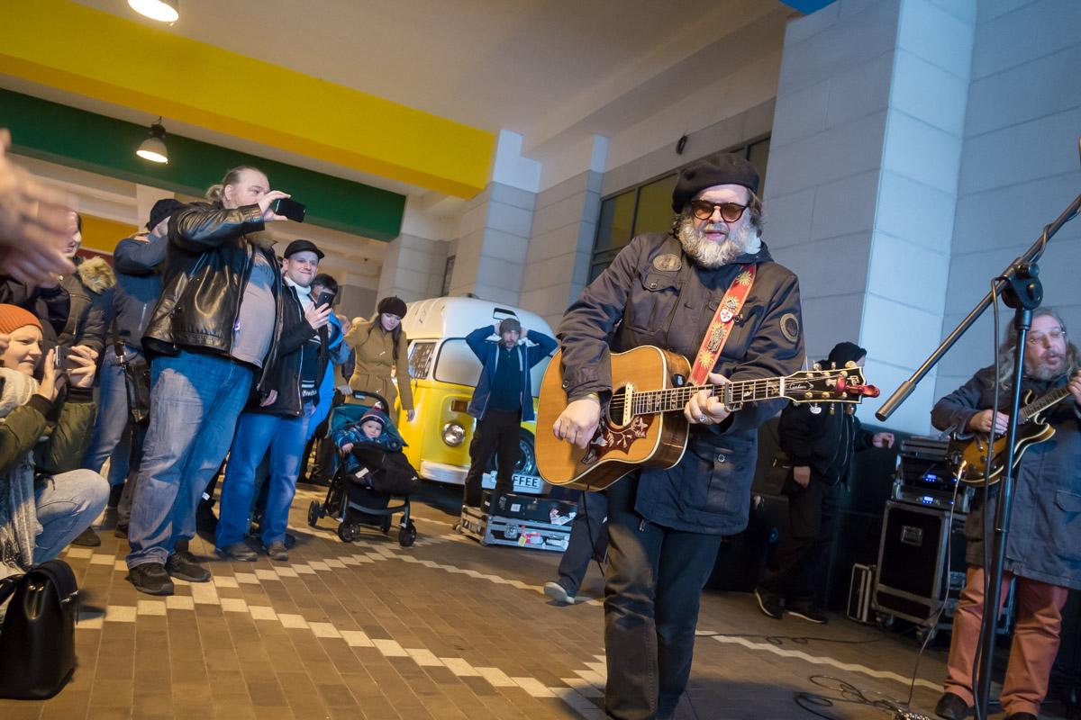 Борис Гребенщиков дал бесплатный концерт наулице вКалининграде